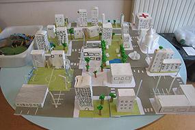 Travail des élèves en lien avec l'album La ville en Chantier, Ecole élémentaire de Savigny le Temple (Seine et Marne)