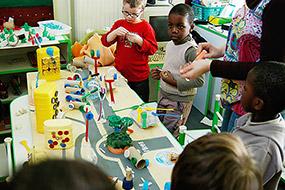 Travail lors de l'atelier rencontre en école maternelle (PS) de Brunoy (Essonne)