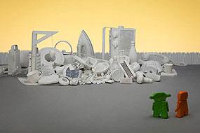 La ville en chantier, Orange et Verte découvrent un tas d'objets