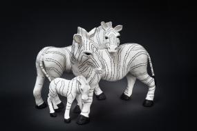 Zebra crossing, terre cuite, fil de coton - Sculpture Anne Moreau-Vagnon