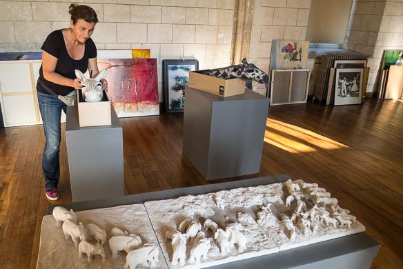 Installation des sculptures à l'Exposition Artistique de Ferrières en Gâtinais